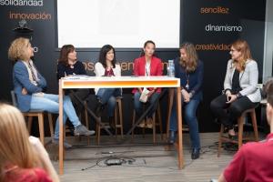 De izquierda a derecha: Rocío Miranda de Larra, directora de Responsabilidad Social y Sostenibilidad de Orange, Blanca Villamía, Elena Ciruelos, Rocío Sanz, Susana Ruiz-Berrocal y Lola Samblás.
